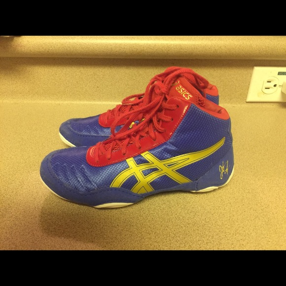 red and gold asics wrestling shoes